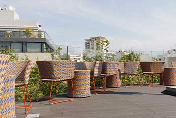 The Roof Sky Bar, piscina con terraza chill out